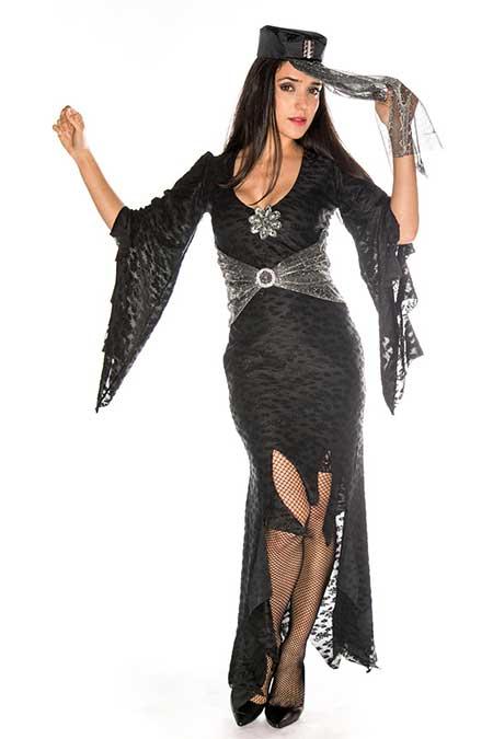 Fantasia com vestido preto tubinho